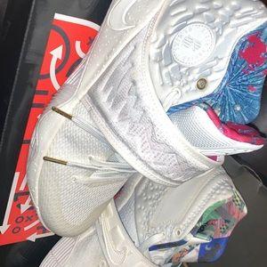 Nike Shoes - Kyrie 2 Nike's